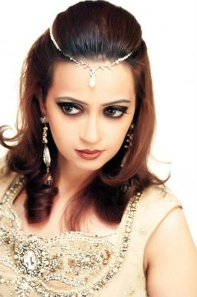 asian-bridal-makeup-engagement and nikah1