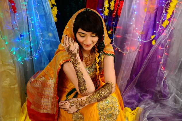 asian-bride-mehndi-makeup